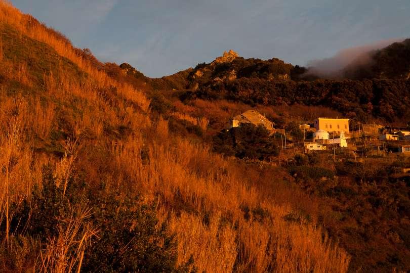 Serrara Fontana: tramonto sulla cresta dell'isola