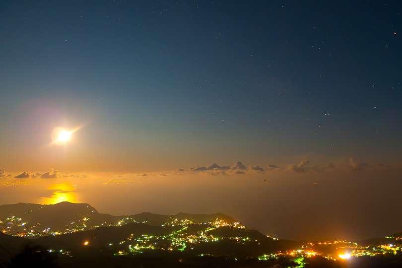 Serrara Fontana al chiaro di luna