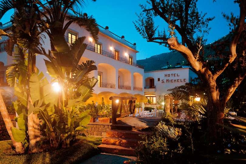 Speciale FINE STAGIONE  a Ischia offerta 14 notti